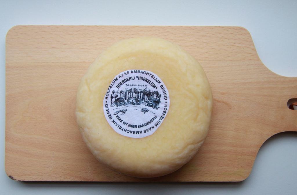 Geduld... De kaas moet ongeveer 6 weken rijpen. Dagelijks keren!