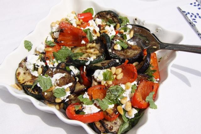 Gegrilde groenten met feta en munt