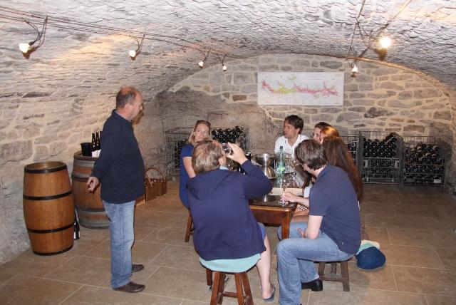 Wijn proeven in Saint Aubin.