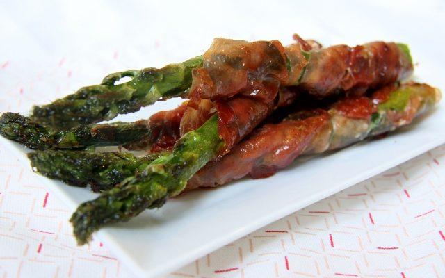 groene asperges met ham