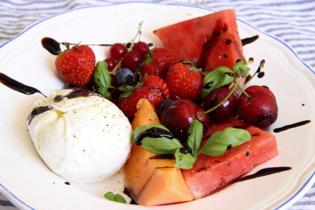 fruitsalade met buffelmozzarella