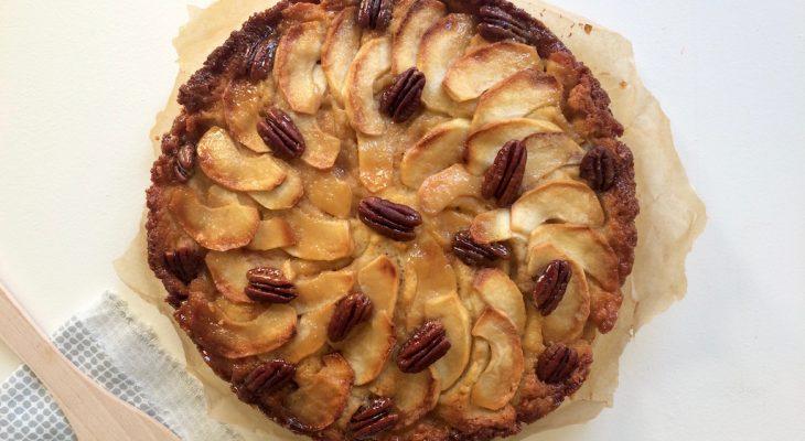 Appelcake met pecannoten en gezouten karamel