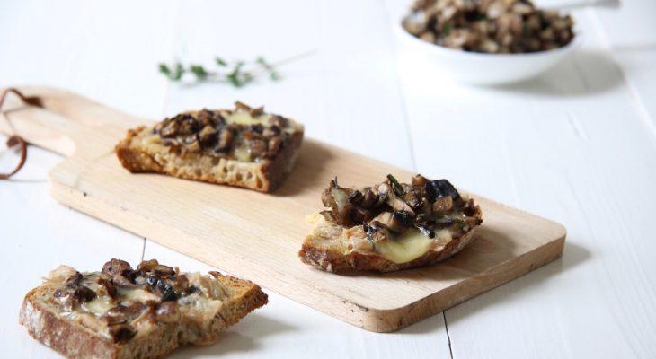 Bruschetta met paddenstoelen, Munster, sherry en tijm