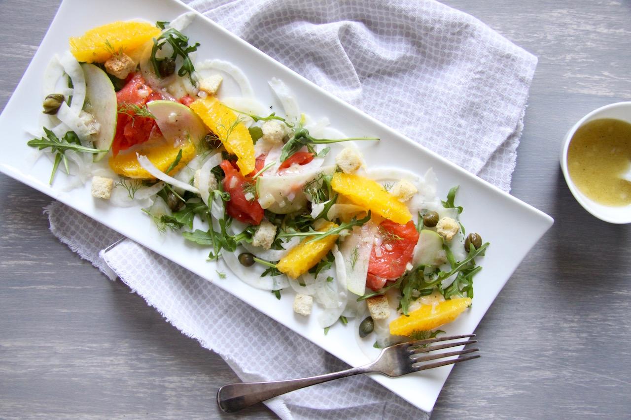 Salade met gerookte zalm, appel en venkel
