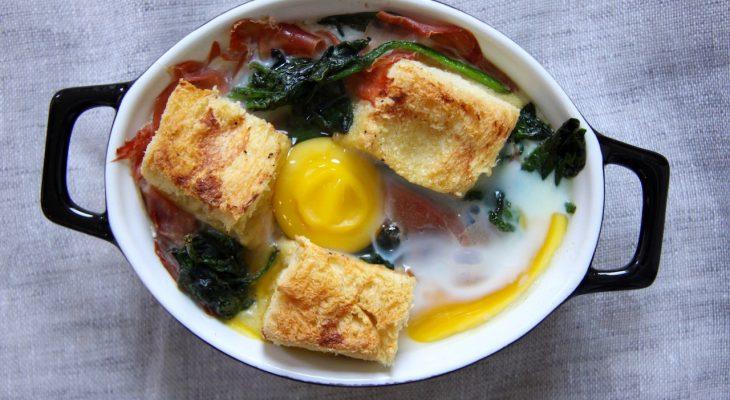 Eitje uit de oven met ham en spinazie